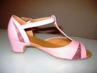 Как подготовить ребенка к занятиям: покупаем обувь для бальных танцев и одежду